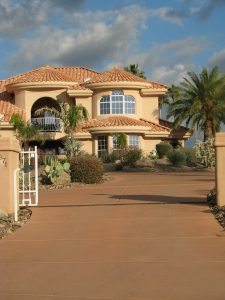 A beautiful Arizonian house with the palm tree in its garden